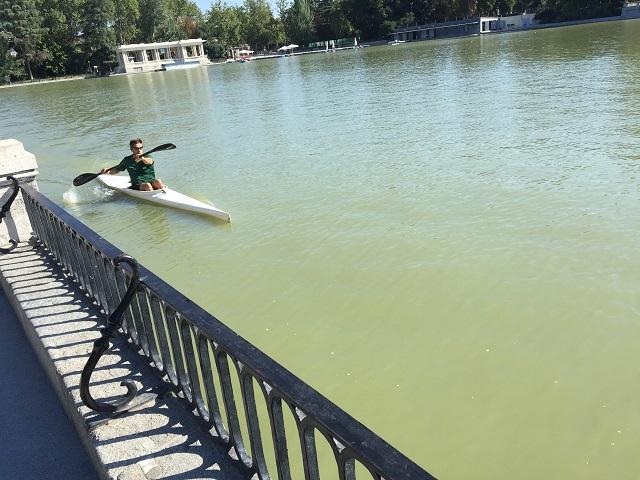 canoe pe lac